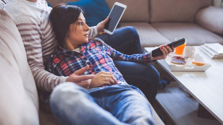 Netflix Crea Problemi di Intimità: il Sesso Passa al Secondo Posto