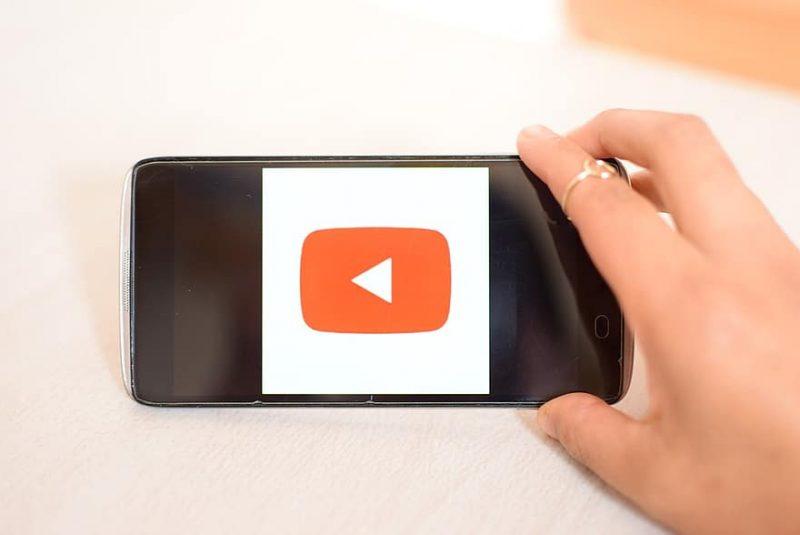 Come ascoltare musica su YouTube in background iPhone