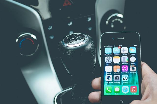 I migliori supporti cellulari da auto – Guida 2021